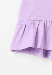 Zalando Essentials Kids - Print T-shirt - lavendula - 4