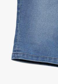 Zalando Essentials Kids - Džínové kraťasy - light blue denim - 2