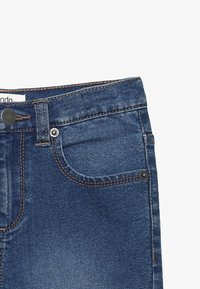 Zalando Essentials Kids - Short en jean - blue denim - 3