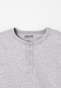 Zalando Essentials Kids - T-shirt basic - light grey melange - 3