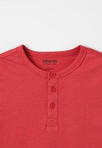 Zalando Essentials Kids - Jednoduché triko - red/pink - 3
