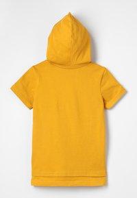 Zalando Essentials Kids - Triko spotiskem - golden yellow - 1