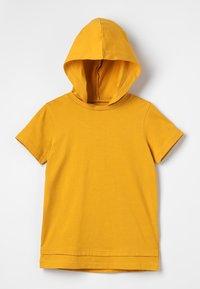 Zalando Essentials Kids - Triko spotiskem - golden yellow - 0