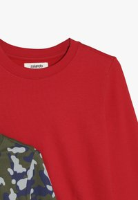 Zalando Essentials Kids - 2 PACK - Mikina - winter moss/red - 4