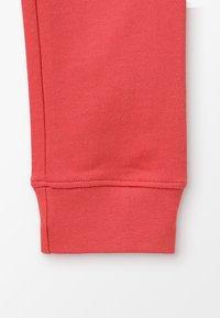 Zalando Essentials Kids - Teplákové kalhoty - cranberry - 2
