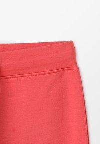 Zalando Essentials Kids - Teplákové kalhoty - cranberry - 4