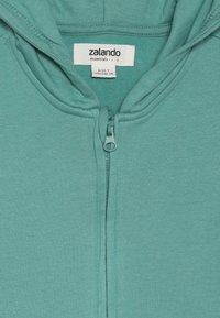 Zalando Essentials Kids - Zip-up hoodie - beryl green - 4