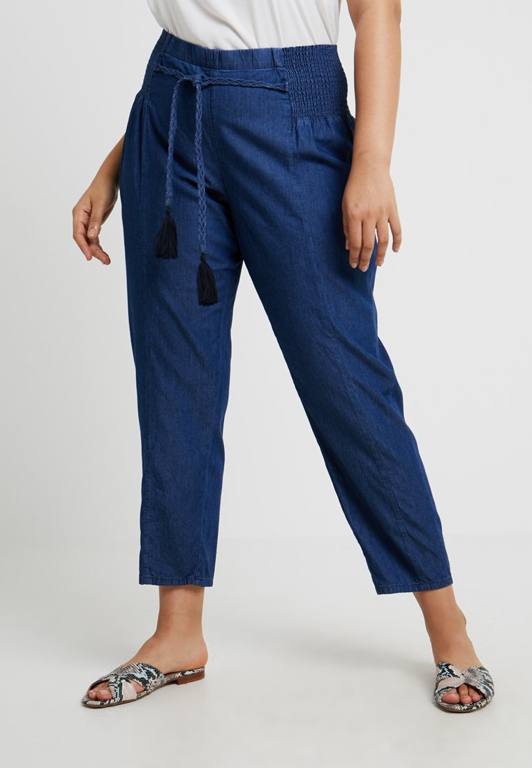 ZAY - YMERLE CROPPED PANT - Stoffhose - dark blue denim