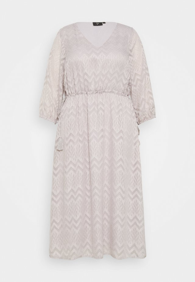 YFAITH ¾ DRESS - Freizeitkleid - silver scone