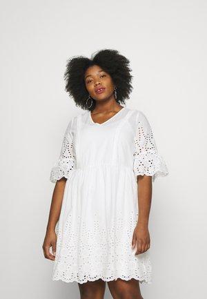 YEMBRA DRRESS - Sukienka letnia - bright white