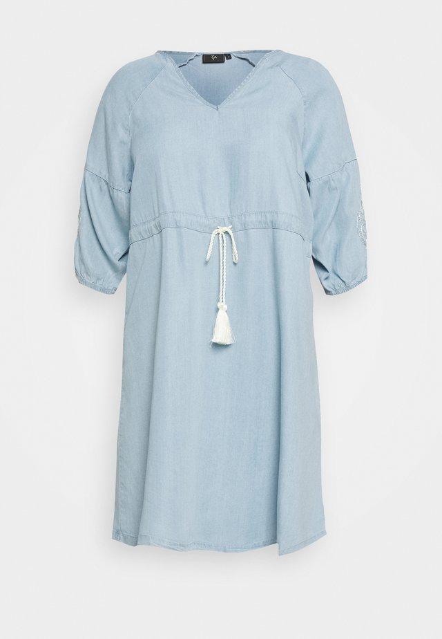YINGE 3/4 DRESS - Korte jurk - light blue denim