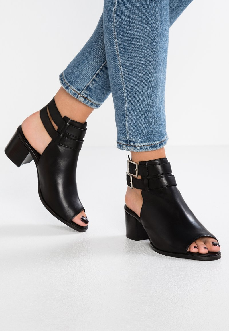 Zign - Ankle cuff sandals - black