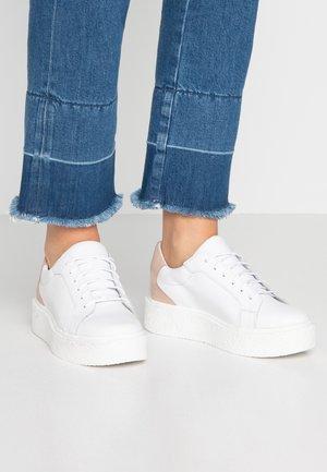 Sneakersy niskie - nude/white