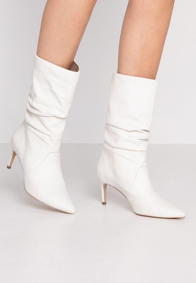 Høje støvler/ Støvler - white