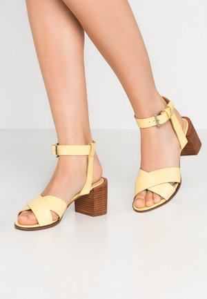 Sandalias - yellow