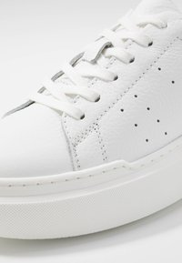 Zign - Sneakersy niskie - white - 2