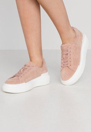 Sneakers - nude