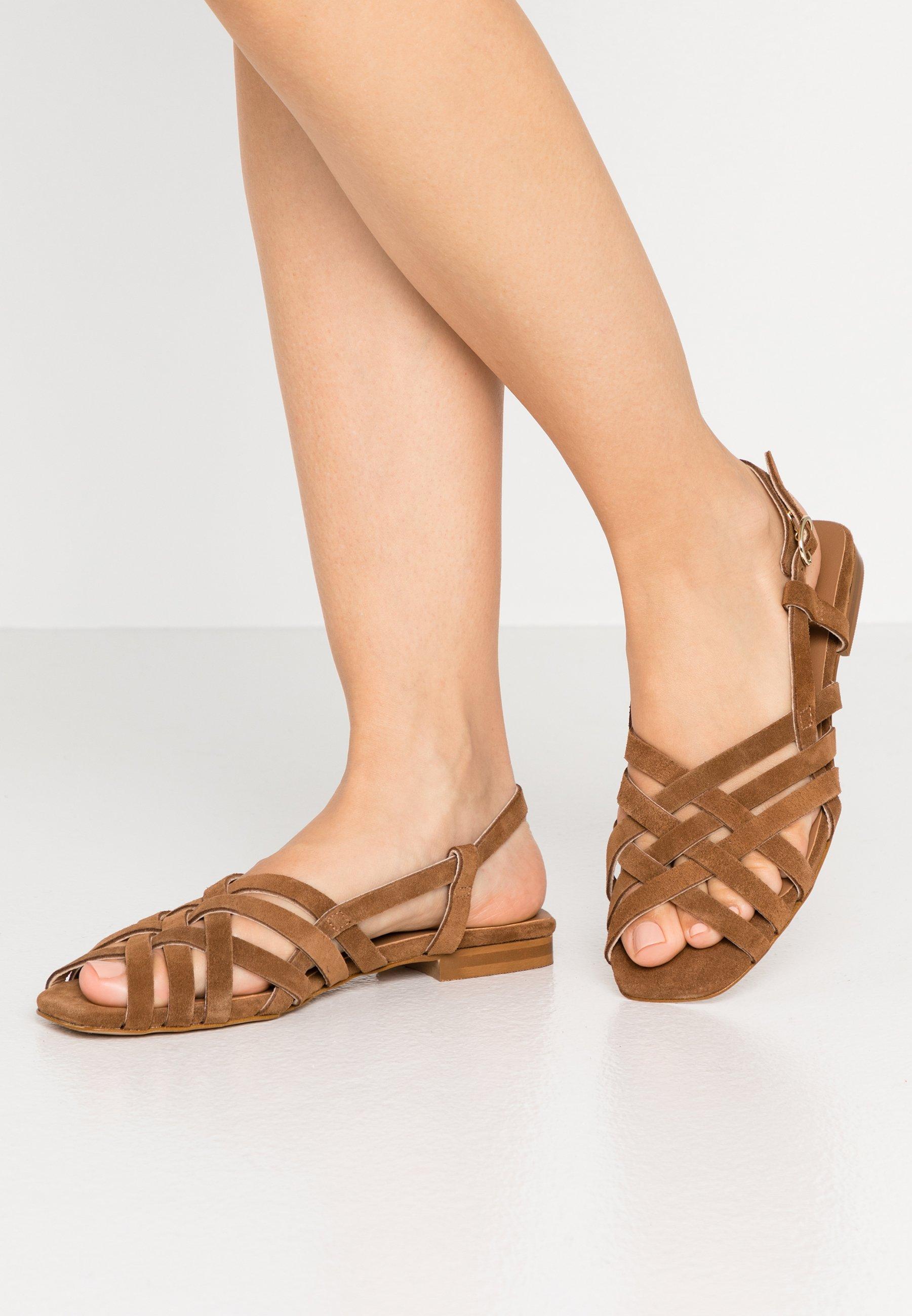 Sandaalit nilkkaremmillä cognac