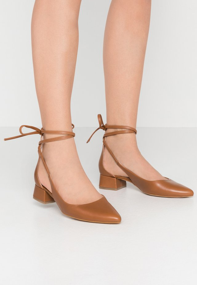Lace-up heels - cognac