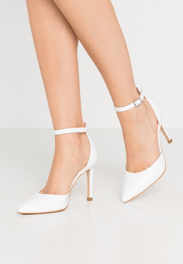 Høye hæler - white