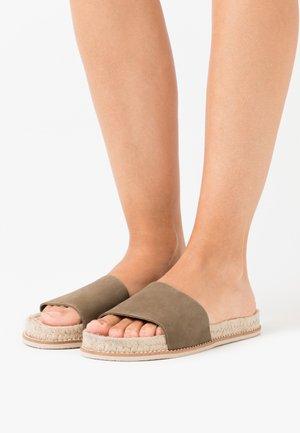 Slippers - khaki