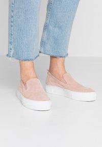 Zign - Nazouvací boty - nude - 0