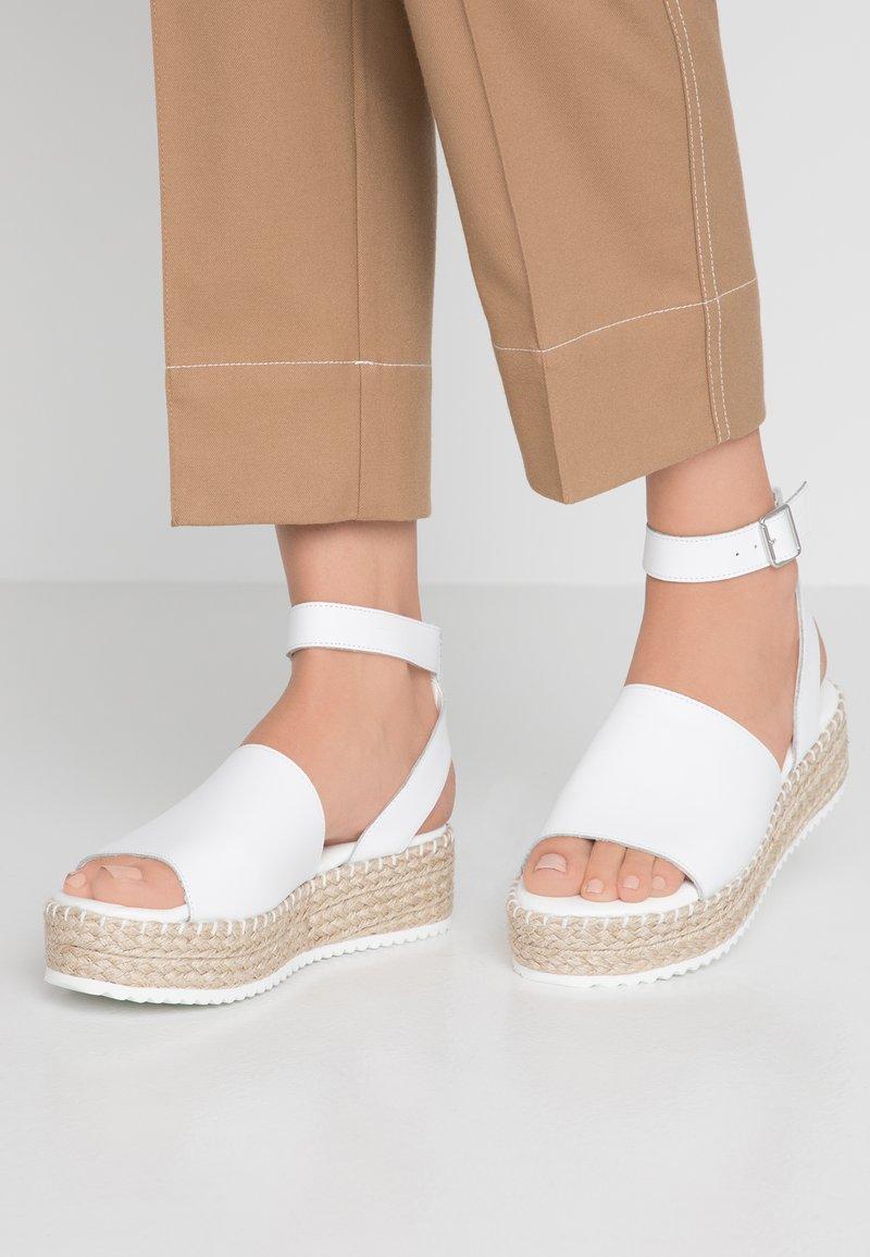 Zign - Sandalias con plataforma - white
