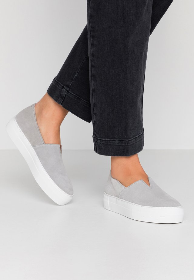 Slip-ins - light grey