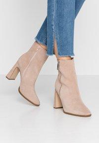 Zign - Kotníkové boty - nude - 0