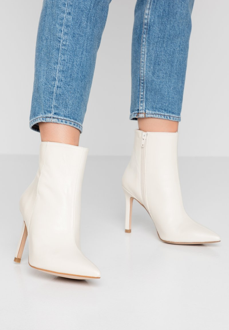 Zign - Classic ankle boots - white