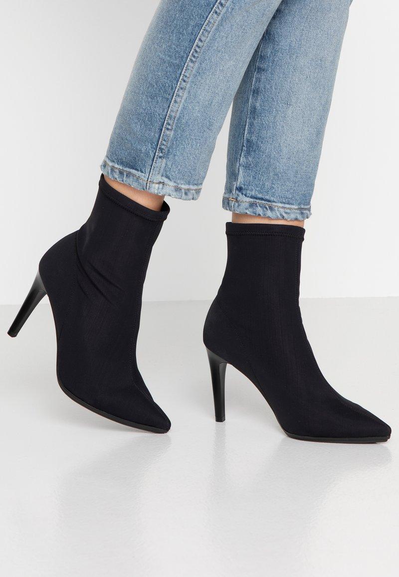 Zign - High Heel Stiefelette - black