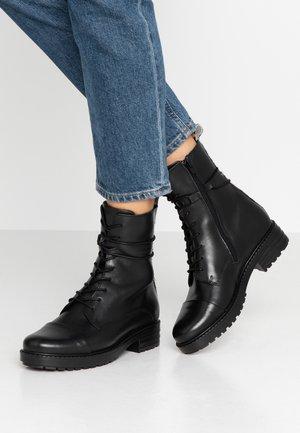 Šněrovací kotníkové boty - beige/black