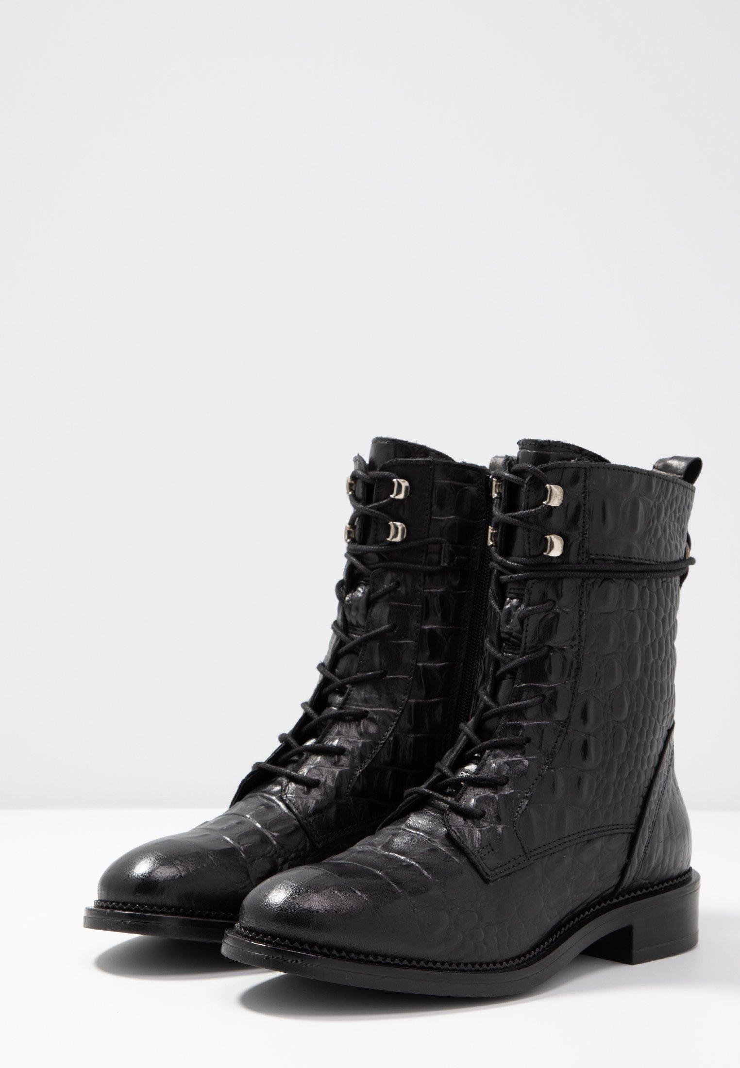 Zign Snørestøvletter - black