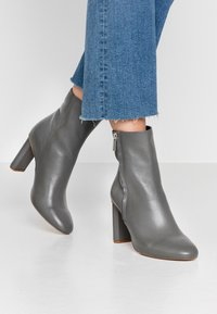 Zign - Classic ankle boots - grey - 0