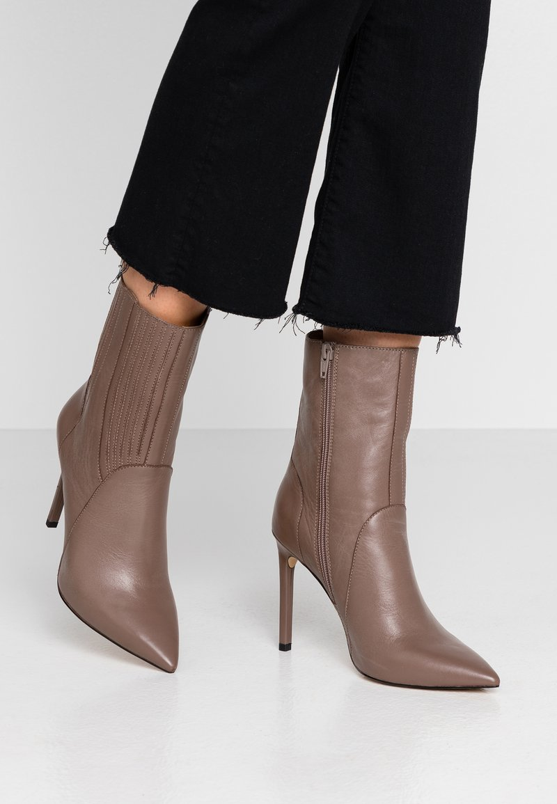 Zign - High heeled ankle boots - taupe