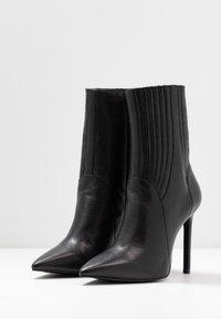 Zign - Kotníková obuv na vysokém podpatku - black - 4