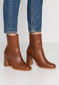 Zign - Classic ankle boots - brown - 0