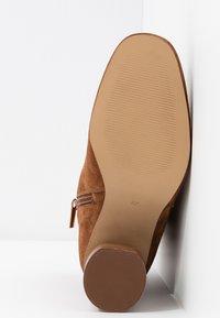 Zign - Classic ankle boots - cognac - 6