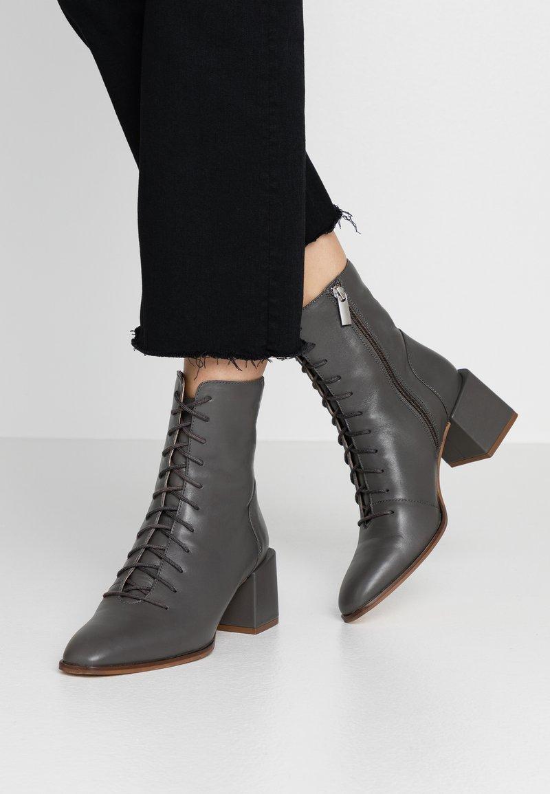 Zign - Botines con cordones - grey