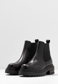 Zign - Kotníkové boty na platformě - black - 4