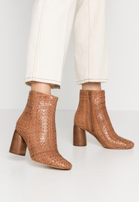 Zign - High heeled ankle boots - cognac - 0