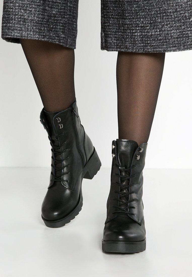 Zign - Botines con plataforma - black