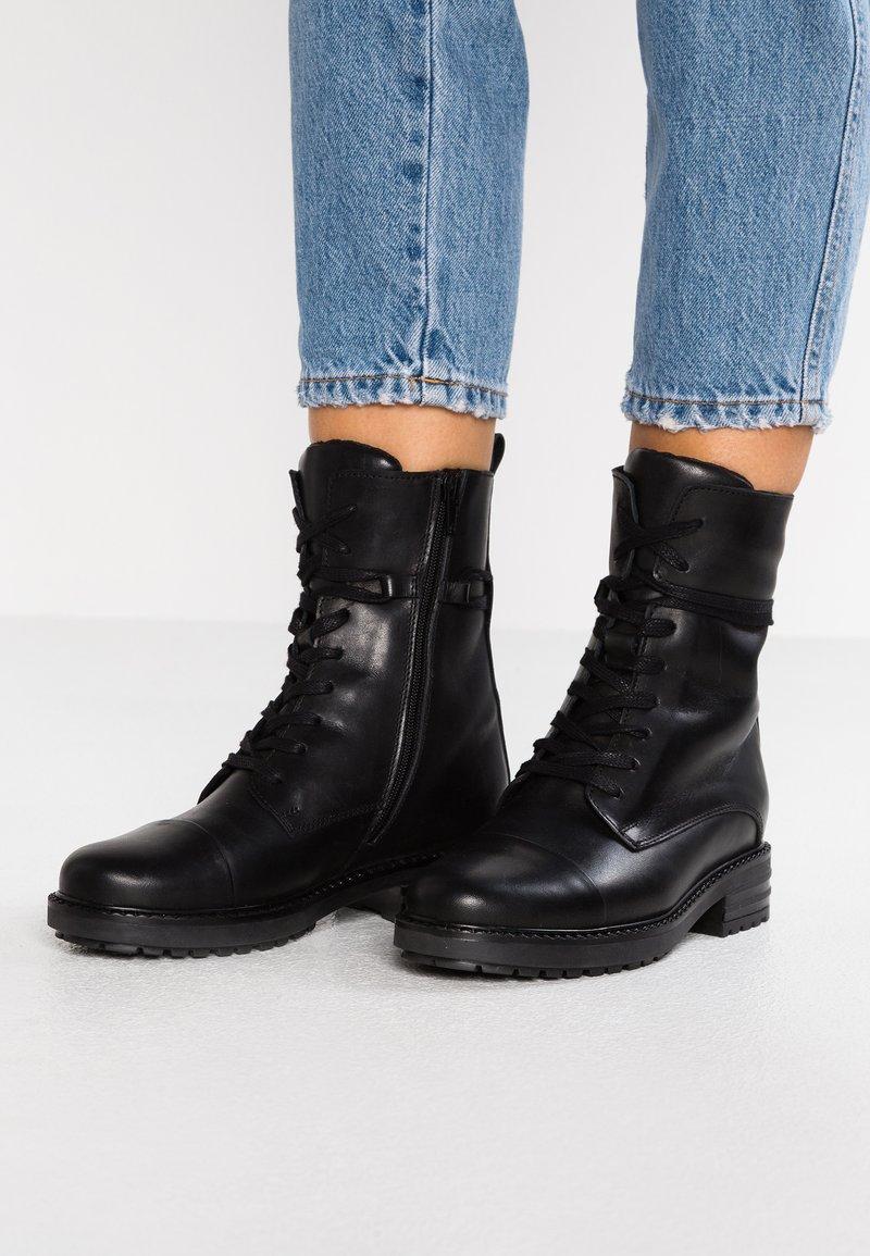 Zign - Šněrovací kotníkové boty - black