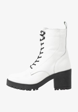 Śniegowce - white