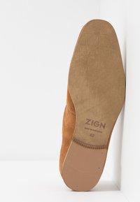 Zign - Smart slip-ons - cognac - 4