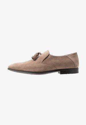 Elegantní nazouvací boty - sand