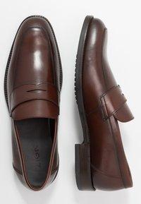 Zign - Elegantní nazouvací boty - cognac - 1