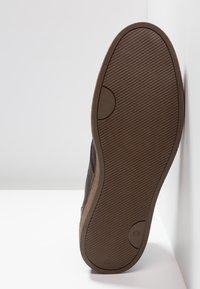 Zign - Šněrovací kotníkové boty - dark brown - 4
