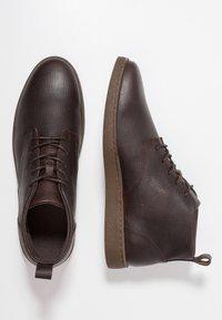 Zign - Šněrovací kotníkové boty - dark brown - 1