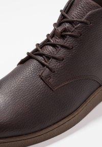 Zign - Šněrovací kotníkové boty - dark brown - 5